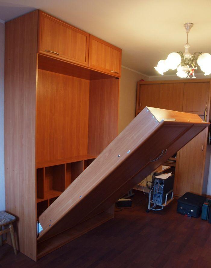Шкаф-кровать, откидная кровать, кровать с подъемным механизм.